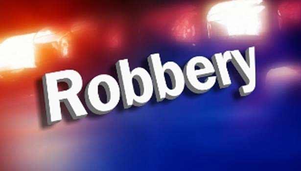 201608221315107955_Grandmother-stabbed-jewel-money-robbery-near-tiruchengode_SECVPF