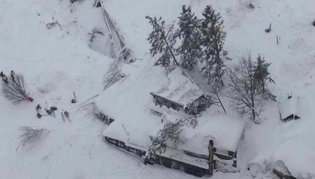 201701191657194443_Italy-quake-up-to-30-feared-dead-in-avalanchehit-hotel_SECVPF