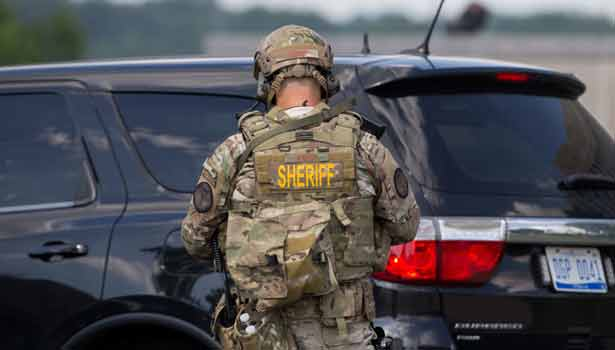 201706220458227221_Michigan-police-officer-stable-after-stabbing-at-airport_SECVPF