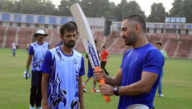 201708170544187741_Mahendra-Singh-Dhoni-to-launch-his-first-cricket-coaching_SECVPF