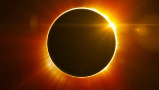 201708220559455046_Solar-eclipse-2017-Americans-gaze-at-sky-spectacular_SECVPF