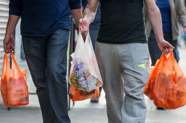1521608724-shoppers-bags-L