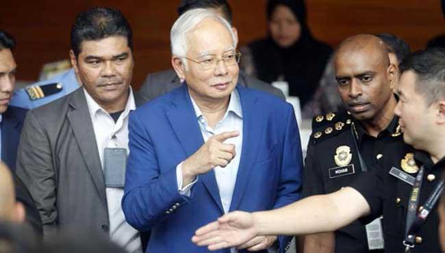 1527048899-Former-Malaysian-leader-L