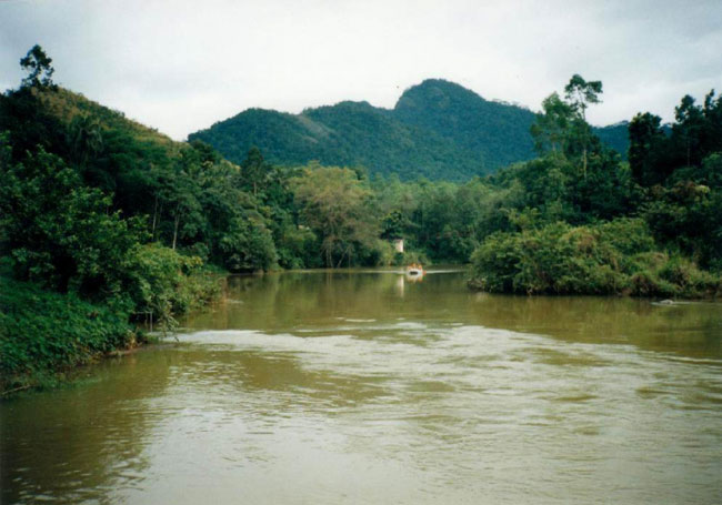 1527090664-major-river-water-level-rising-L